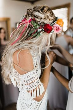 Wedding Hairstyles Morgan Tim's Bohemian Wedding Utah Bride and Groom magazine - Bohemianism and boho weddings are huge in Utah, and are often the most breathtaking thanks to the amazing scenery in this state. Braided Crown Hairstyles, Flower Crown Hairstyle, Boho Hairstyles, Bohemian Wedding Hairstyles, Hairstyle Ideas, Flower Hairstyles, Wedge Hairstyles, Hair Ideas, Elegant Hairstyles