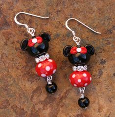 Created with handcrafted black Mickey Minnie Mouse lampwork beads and handmade red and white polka dot beads. This very talented lampwork self Disney Earrings, Disney Jewelry, Travel Jewelry, Beaded Earrings, Beaded Jewelry, Handmade Jewelry, Resin Necklace, Key Necklace, Wire Jewelry