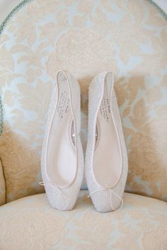 Delicate Beaded Ballet Pumps | Bridal Shoes | Classic Wedding | Outdoor Ceremony | http://www.rockmywedding.co.uk/alex-james/ | Images by Mckenzie Brown Photography.