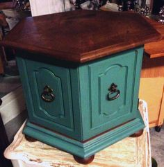 upscale refurbish furniture Custom refurbished end table w/jade paint and annie sloan brown soft wax Refurbished End Tables, Painted End Tables, Diy End Tables, Refurbished Furniture, Painted Furniture, Antique Furniture, Distressed Furniture, Side Tables, Diy Furniture Projects