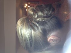 Bridesmaid loop bun