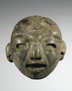 PETIT MASQUE ANTHROPOMORPHE  CULTURE MAYA  MEXIQUE  CLASSIQUE, 600-900 AP. J.-C.  SMALL MAYA STONE MASK, MEXICO