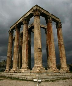 Temple of Olympian Zeus - Athens, Greece. The use of columns in Greek architecture has been traced back to the origins of their time. Ancient Ruins, Ancient Greece, Ancient Artifacts, Ancient Rome, Ancient History, European History, American History, Architecture Antique, Ancient Greek Architecture