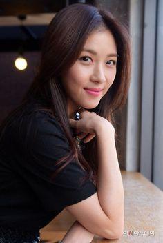 Ha Ji-won listed as one of the most trusted actresses Korean Beauty, Asian Beauty, Han Ji Won, Native American Girls, Beautiful Asian Women, Korean Actresses, Celebs, Celebrities, Korean Women