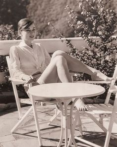 Audrey Hepburn. Effortless summer chic. #AudreyHepburn #Outfits