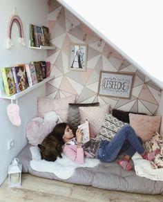 Teen Hangout Room, Teen Girl Rooms, Teenage Girl Bedrooms, Teenage Room, Teenage Bathroom Ideas, Teen Girl Desk, Teen Girl Bathrooms, Room Ideas For Teen Girls Diy, Teen Lounge Rooms