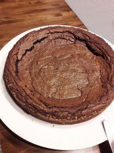 """Minttuinen mutakakku (After eight mudcake) 170 g (pieni paketti) After Eight -suklaata* (*käytin 200g paketin halvempia """"piraatti..."""