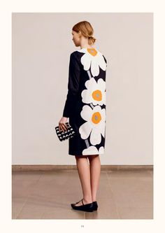 Marimekko - dress with iconic flower print. I am so much in love with this dress with the iconic Marimekko flower print. Description: The Unikko print . Marimekko Dress, Marimekko Fabric, Spring Fashion, Girl Fashion, Autumn Fashion, Womens Fashion, Fashion Trends, Scandinavian Fashion, Ready To Wear