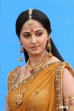 Rudramadevi أنوشكا شيتي (9)