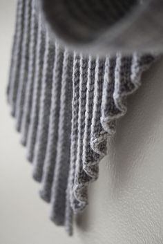 Issey Scarf - Ravelry - http://www.ravelry.com/patterns/library/issey-scarf
