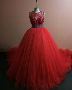 No photo description available. African Wedding Dress, African Dress, African Women, African Fashion, African Style, Traditional Wedding Dresses, Wedding Prep, I Dress, Wedding Designs