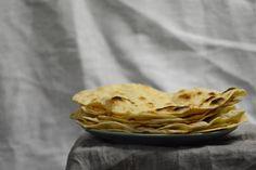 Indické placky čapátí Guacamole, Pie, Desserts, Food, Torte, Tailgate Desserts, Cake, Deserts, Fruit Cakes