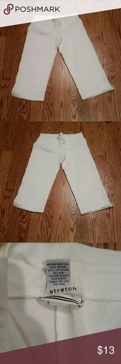 Gap capri sweatpants Barely worn. Perfect for summer. Fleece lined! GAP Pants Capris