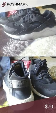 Nike Huraches Used very little Really clean an tooken care of Nike Shoes Sneakers