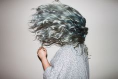 not my cup of tea, but looks cool Silver Grey Hair, Blue Hair, Gray Hair, White Hair, Pretty Hairstyles, Easy Hairstyles, Grey Hair Inspiration, Character Inspiration, Curly Hair Styles