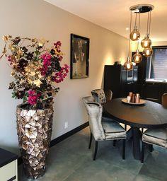 Home Room Design, Dining Room Design, House Design, Classic Wallpaper, Textured Wallpaper, Home Decor Vases, Plant Decor, Home Decoracion, Home Id