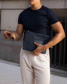 Casual Summer Details - Best Fashions for All Mens Fashion Blazer, Mens Fashion Week, Fashion Slides, Streetwear, Polished Man, Minimal Outfit, Professional Wardrobe, Gq Style, Dapper Men