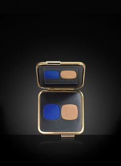 Victoria Beckham Estée Lauder , Eye Matte Duo in Bleu Électrique/Nude - Directional shade pairings for a cool, graphic eye look. Two intensely pigmented matte shadows in unexpected color combinations.
