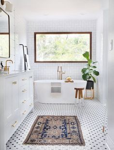 to Be Amazed by These 13 Mosaic Bathroom Floor Tile Ideas Black and white hexagon shaped mosaic bathroom tile.Black and white hexagon shaped mosaic bathroom tile. Mosaic Bathroom Tile, Bathroom Remodel Master, Bathroom Styling, Decor Interior Design, Mosaic Tile Bathroom Floor, Mosaic Bathroom, Bathroom Flooring, Bathroom Decor, Bathroom Inspiration