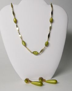 SARA COV Lucite Moon glow Thermaset Sage Green Bead Gold tone Vintage Necklace Clip Earrings
