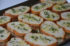 Brood met rozemarijn en knoflook klaar voor in de voedseldroger