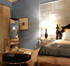 bedroom, fascinating wooden table on persian rug near bed and ... - Arredamento Casa Blair Waldorf