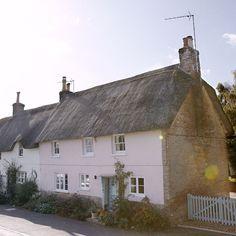 Most Popular English Farmhouse Exterior Photo Galleries Ideas Exterior House Siding, Cottage Exterior, Exterior House Colors, English House, English Cottages, Country Cottages, Country Homes, Dorset Cottages, English Farmhouse