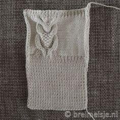 Polswarmers - handschoenen breien met ingebreide uil - gratis patroon
