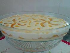 Aprenda a preparar a receita de Creme Gelado (maçã ou pêssego)1 lata de leite condensado Leite 3 gemas 3 colheres (sopa) cheia de maisena Maçã ou Pêssego em calda 1 lata de creme de leite