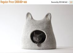 Natural light gray cat bed handmade from natural wool.  This is cozy and comfortable bed for your cat handmade from natural wool.  Size S - width about