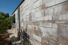 This outside wall looks very original! Everything is made with Gris Pulpis. Do you like the relief combination?