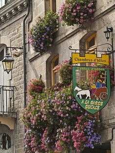 Street signs in Moncontour, a beautiful village in Brittany, France (by Restmengi).