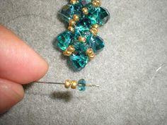 TUTORIAL COQUETA         Materiales:   -40 cristales num. NO puedo especificar el numero de los cristales por que no lo s...