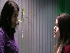 Eleonora: Alejandra, ¿qué vas a hacer este fin de semana? Alejandra: Pues me parece que voy a ir al cine porque hay una película que están poniendo que me ap...
