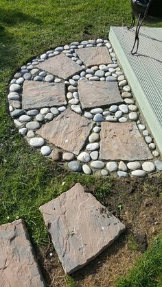 20 ways to decorate patio and garden floor with patterns - HomeDesignI . 20 ways to decorate patio and garden floor with patterns - HomeDesignInspired # decorate floor Garden Yard Ideas, Garden Projects, Garden Paths, Easy Garden, Garden Art, Art Projects, Patio Ideas, Creative Garden Ideas, Patio Decorating Ideas