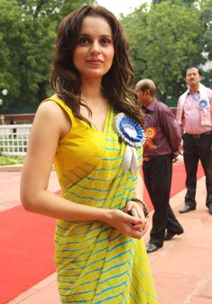 Indian Designer Outfits, Indian Outfits, Simple Sarees, Sari Blouse Designs, Saree Trends, Saree Models, Stylish Sarees, Saree Look, Elegant Saree