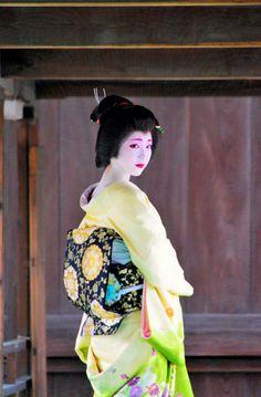Geisha. 芸妓. Toshikana. Ryuhonji Temple. Kyoto.  Japan.  January. 2017
