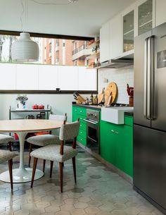 apartamento-dt-estudio-cozinha-gourmet-pintura-grofado-carrinho-ladrilho-hidraulico (Foto: Edu Castello/Editora Globo)