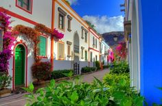 Puerto de Mogan, Gran Canaria  グラン・カナリア島、白に映えるパステルカラーの港町モガーン