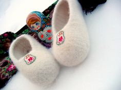 Babushka ballerina felted slippers- C Felted Slippers Pattern, Crochet Slipper Pattern, Knitted Slippers, Crochet Shoes, Crochet Patterns, Crochet Tutorials, Crochet Ideas, All Free Crochet, Knit Or Crochet