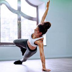 Speckröllchen über der Hose sind ein klarer Fall für mehr Sport! Bringt euch mit Übungen für eine flache Taille wieder in Form...
