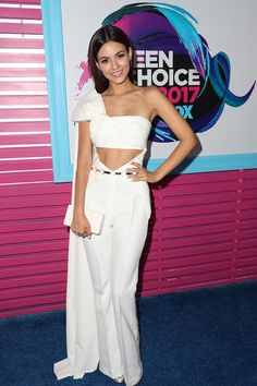 Victoria Justice attends the Teen Choice Awards 2017 on August 2017 (REX/Shutterstock) Victoria Justice, Teen Choice Awards 2016, Awards 2017, Celebrity Red Carpet, Celebrity Style, Nice Dresses, Short Dresses, Madison Reed, Fashion Mag