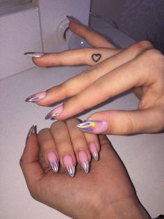 On average, the finger nails grow from 3 to millimeters per month. If it is difficult to change their growth rate, however, it is possible to cheat on their appearance and length through false nails. Best Acrylic Nails, Summer Acrylic Nails, Aycrlic Nails, Nail Manicure, Coffin Nails, Manicure Ideas, Stylish Nails, Trendy Nails, Bright Summer Nails
