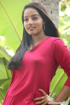 Get Malavika Nair Hot Photos or Sexy Bikini Images Gallery Showing her Sizzling Spicy Cleavage Naval In Red Blue Saree HD Wallpapers or Latest HQ Pictures. Beautiful Girl Photo, Beautiful Girl Indian, Most Beautiful Indian Actress, Beautiful Ladies, Beautiful Birds, Cute Beauty, Beauty Full Girl, Beauty Women, Bikini Images
