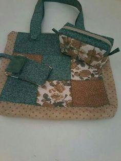 Conjunto de bolsa, necessaire e porta celular.