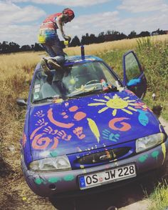 Color your life - color your car. #goodmemoriesmayneverdie #car #hippie #color #carpainting #paint #auto #spontanousthings #letsbecrazy #fiesta #ford #fordfiesta #sonne #crazy #farbschlacht #paintfight
