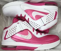 27b047064c0 Amazon.com  Nike Lebron James Think Pink Breast Cancer Awareness Basketball  Shoes (6.5)  Shoes