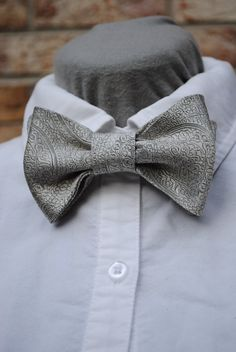 Men's bow tie made from a vintage necktie. Dove by AlabamaThreads