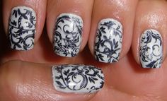 black and white nails. LOVE.