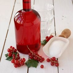 Red Currant and Vanilla Syrup Recipe Smoothie, Vanilla Milkshake, Ruby Tuesdays, Vanilla Syrup, Homemade Sweets, How To Make Drinks, Danish Food, Just Eat It, Candy Making
